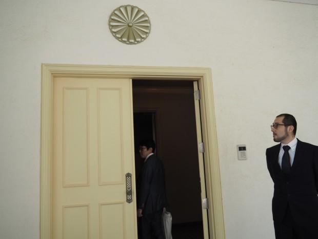 カタールの日本大使館へ