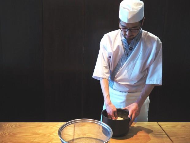 同行したおにぎり協会賛助メンバーのおにぎり浅草宿六の3代目三浦洋介さん